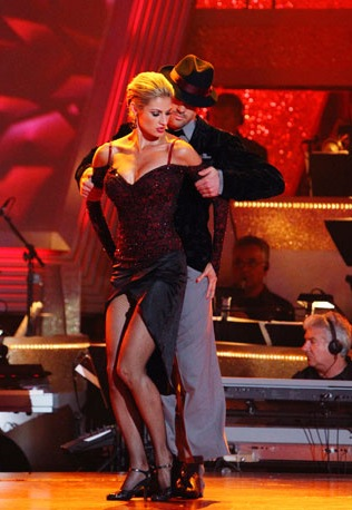 TV-Dancing-with-the-S_Gree(4)_20100519110647_640_480